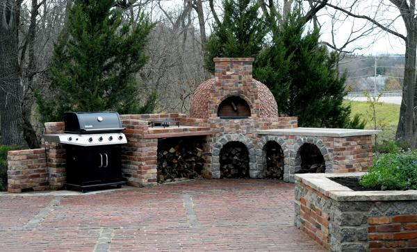 The oven finished! Patio cleaned up for winter and everything put away...but the oven will still see use!